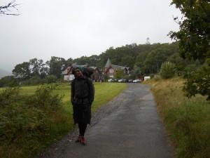 Yannic vor dem Rowardennan Youth Hostel