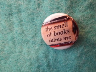 slogan-the-smell-of-books-calms-me