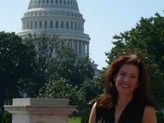 Elizabeth Camden auf dem Capitol Hill