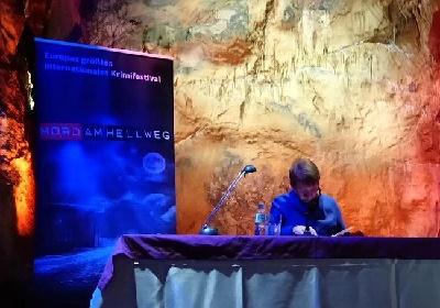 Lesung im Rahmen des Krimifestivals Mord am Hellweg im September 2018 in der Dechenhöhle - Copyright: Emons